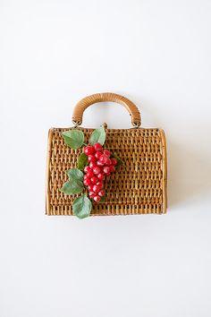 vintage 1950s novelty straw bag with grapes | #vintage #1950s #noveltybag #strawbag