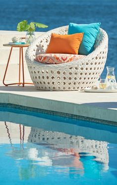 Find bliss in a distinguished chair you occupy all by yourself, when you escape to our Cocoon Outdoor Lounge Chair with Cushion.