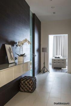 стеклянная дверь в коридоре