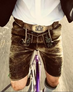 A bicyclette ! Brown Fashion, Mens Fashion, Kilts, Salzburg, Bavaria, Leather Men, Gentleman, German, Costumes