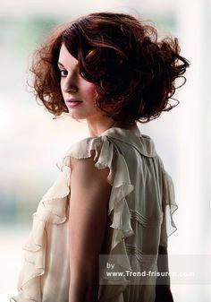 LA BIOSTHETIQUE Lange Braun Weiblich Curly gewellte Farbige Französisch Frauen Frisuren hairstyles