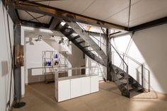 Treppe Stahl Holz und Stein Haus im historischen Pumpwerk