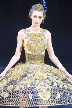 Guo Pei Frühjahr/Sommer Haute Couture - Fashion Week, Seite 02 ( Deutschland - look Divas, Guo Pei, Fashion Details, Fashion Design, Spring Summer 2018, Ball Gowns, Portal, Two Piece Skirt Set, Formal Dresses