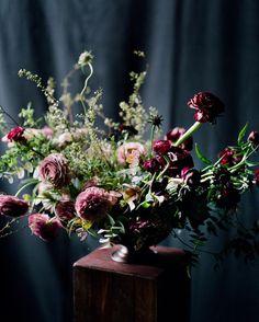 Moody blooms by @tingefloral image by @heathernan via IG