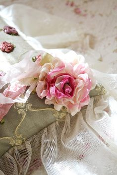 MUST learn to make chiffon roses. Dip dye   the fabric first!