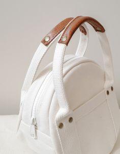 Borsa tote rotonda Kurashiki in tela taglia S maru tote / . Diy Bags Purses, Fabric Bags, Nylon Bag, Shopper, Cute Bags, Luxury Bags, Round Bag, Canvas Tote Bags, Fashion Bags