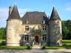 Here is another small castle that appears as if it would be cozy & manageable. Villas, Monuments, Small Castles, French Castles, Château Fort, Ardennes, France, Old Buildings, Architecture
