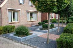 Front garden ideas of detached house Dutch Gardens, Front Gardens, Small Gardens, Deck With Pergola, Pergola Patio, Backyard, Garden Cottage, Home And Garden, Garden Spaces