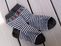 Ravelry: Beach Rose Socks pattern by Pat Higgins