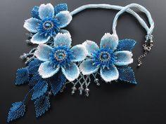 Volume bead necklace of blue flowers Seed Bead Flowers, Beaded Flowers, Blue Flowers, Seed Bead Jewelry, Bead Jewellery, Seed Beads, Collar Redondo, Beaded Jewelry Patterns, Bead Patterns