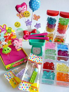 These are my favorite pieces from Re-ment Candy Shop :) Miniature Crafts, Miniature Food, Miniature Dolls, Miniature Houses, Doll Crafts, Diy Doll, Diy And Crafts, Crafts For Kids, Paper Crafts