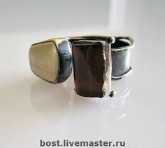 Подборка колец. Серебро. Натуральный янтарь в интернет-магазине на Ярмарке Мастеров. Цена за одно кольцо. Это открытые кольца и их можно носить на любом пальчике. Кольца сделаны полностью в ручную, без литья, и каждое из них не повторяются. Кольца черненые с белым янтарем с небольшой зеленью и с янтарем цвета черной вишни. Минимальный размер колец - 18,0 Изделия высылаются в красивой упаковке.…