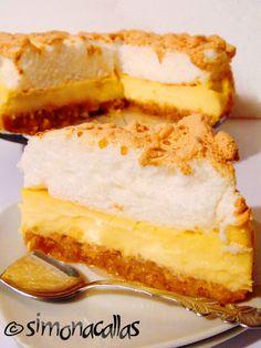 Apple Custard Meringue Dessert - an old Romanian recipe - simonacallas Meringue Desserts, Meringue Cake, Apple Desserts, Romanian Desserts, Romanian Food, Romanian Recipes, Sweets Recipes, Cake Recipes, Apple Custard