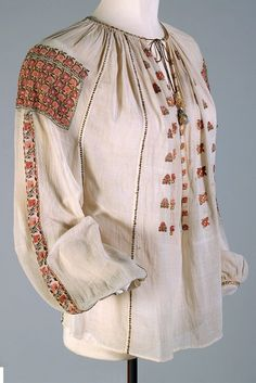 Popular Folk Embroidery Fine white cotton blouse with silk embroidery, Romanian, ca. KSUM Princess Ileana of Romania Collection Folk Embroidery, Learn Embroidery, Silk Ribbon Embroidery, Floral Embroidery, Embroidery Designs, White Cotton Blouse, Cotton Blouses, Historical Costume, Historical Clothing