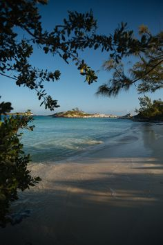 Pirate Bay, Bahamas