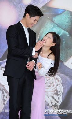 Hearts and smiles at Moonlight Drawn By Clouds' press conference Love In The Moonlight Kdrama, Park Bo Gum Moonlight, Moonlight Drawn By Clouds, Park Bo Young, Asian Actors, Korean Actors, Korean Dramas, Korean Idols, Kim Yoo Jung Park Bo Gum