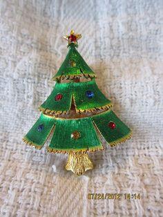 Vintage JJ Green Christmas Tree Pin Brooch Broach Rhinestones |