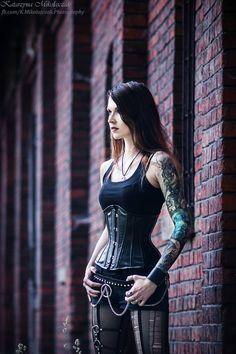 Gothic Model Hexyl Noir