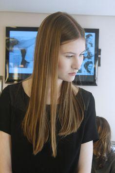 Para o pocket desfile da Giovanna Parizzi que aconteceu aqui no Marcos Proença Cabeleireiros, a textura dos cabelos foi lisa, com variações de preso em rab