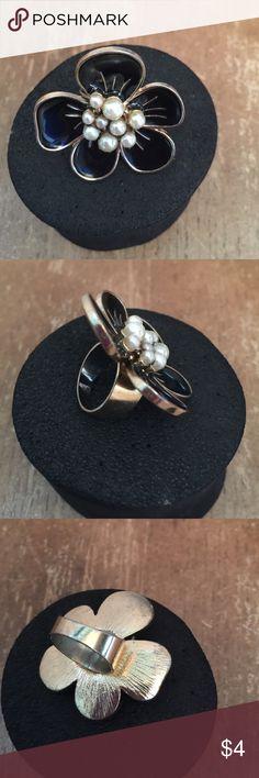 Ring 💍 sz 6 Ring sz 6 🌺 Jewelry Rings