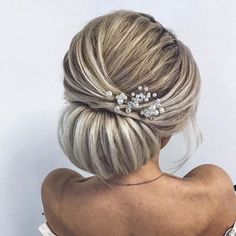 wavy wedding hairstyles Pin von Alexis Cheek auf Alysons Hochzeit im Jahr 2018 - . Vintage Wedding Hair, Wedding Hair And Makeup, Vintage Hair, Casual Hairstyles, Bride Hairstyles, Blonde Wedding Hairstyles, Hairstyle Wedding, Homecoming Hairstyles, Casual Hair Up