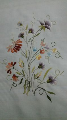 Japanese Embroidery Flowers This Pin was discovered by Ayş Learn Embroidery, Embroidery Fashion, Embroidery Thread, Embroidery Patterns, Machine Embroidery, Embroidered Bird, Japanese Embroidery, Fabric Painting, Quilting Designs