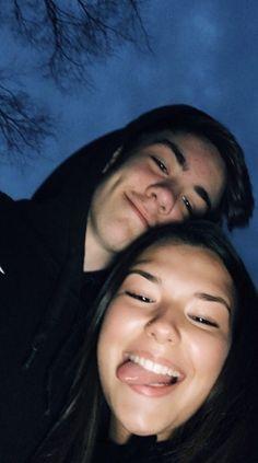 Goofy Couples, Cute Couples Photos, Cute Couple Pictures, Cute Couples Goals, Romantic Couples, Teenage Couples, Cute Couple Selfies, Retro Pictures, Couple Ideas
