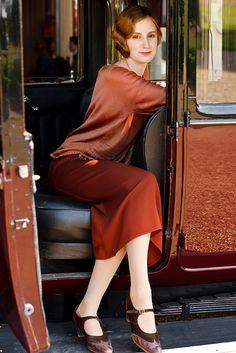Laura Carmichael as Lady Edith Crawley in Downton Abbey Edith Crawley, Lady Mary Crawley, Downton Abbey Costumes, Downton Abbey Fashion, 20s Fashion, Fashion 2020, Vintage Fashion, Style Année 20, Laura Carmichael
