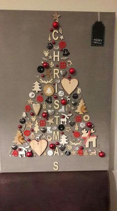 christmas tree ideas unique DIY Christmas Wall Decor Ideas for 2019 that spells out the Christmas joy in the most appropriate way - Saudos Wall Christmas Tree, Noel Christmas, Simple Christmas, Christmas Ornaments, Christmas 2019, Christmas Images, Christmas Stairs, Christmas Topper, Unique Christmas Trees