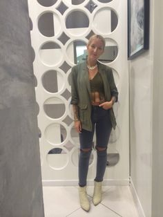 Assistant Eliza today looking a dream in Khaki green #topshoppersonalshopping #topshopoxfordcircus
