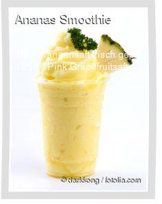 Leckeres Ananas Smoothie Rezept mit einfacher Schritt-für-Schritt-Anleitung: Ananas schälen, Strunk in der Mitte entfernen und in grobe Stücke schneide...