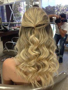 Sobre noivas Cabelo @priscila_lindsay Make @rodrigoramasmake Model @gabriella_borges Foto @ph_emerson Joias @lauramarchijoalheria Vestido @marcquadros #penteado #penteadodiva #penteados #rabodecavalo #luxo #linda #loira #top #salao1838 #1838salao #1838 #bride #noiva #preso #semipreso #meiopreso #presolateral #hair #hairdo #casar #casamento #penteadodiva