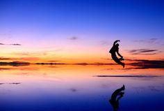 初日の出@ウユニ Jump for joy