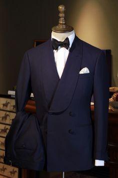 Suit and tie fixation Slim Fit Tuxedo, Mode Costume, Dinner Jacket, Dinner Suit, Designer Suits For Men, Bespoke Suit, Mode Masculine, Mens Fashion Suits, Men's Fashion