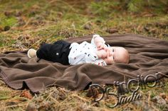 Family and 6 Month Photo Session by Distinction Studio based out of Spokane WA and available for travel 6 month pictures baby photos family pictures Washington Photographer