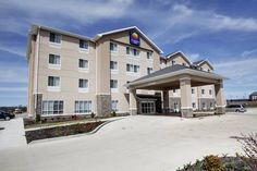 Comfort Inn Marion Marion (Illinois) Located in the heart of southern Illinois, the Comfort Inn hotel offers easy access to a variety of local attractions, including Rent One Park and Illinois Center Mall. This Marion, IL hotel is also close to Crab Orchard Wildlife and Kokopelli Golf.