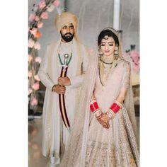 Top Wedding Photographers In Amritsar For Gorgeous Couple Portraits Sikh Bride, Indian Bride And Groom, Punjabi Bride, Sikh Wedding, Destination Wedding Decor, Indian Wedding Planner, Couple Portraits, Bridal Portraits, Golden Lehenga