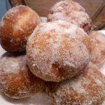 Homemade doughnuts with plum jam Plum Jam, Romanian Food, Sweet Memories, Doughnuts, Yogurt, Muffin, Cooking Recipes, Drink Recipes, Food And Drink