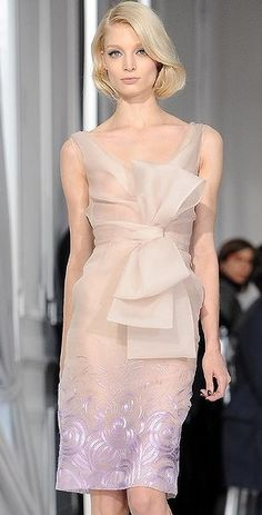 Oh Christian Dior, Spring! Love the bow, love the colour, love the hair! #Dior #fashiontalk