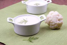 Op zoek naar een lekkere, makkelijke en snel klare soep? Begin dan aan deze bloemkoolsoep: erg romig maar zonder room toe te voegen: gezond eten in 30 minuten.