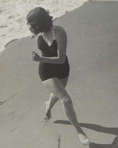 "Martin Munkacsi. ""Olivia de Havilland"" http://www.nomad-chic.com/swim.html"