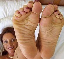 Womens big feet pics