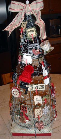 Christmas Tree DIY - Tomato cage with chicken wire shaped into a tree for craft fair table display Christmas Booth, Christmas Craft Fair, Rustic Christmas, Christmas Projects, Holiday Crafts, Christmas Holidays, Christmas Ornaments, Christmas Ideas, Christmas Card Display
