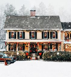 Winter on 143 days until Christmas wintergoals for more! picture taken by sarahkjp Days Until Christmas, Christmas Time Is Here, Christmas Mood, Merry Little Christmas, Outdoor Christmas, Winter Christmas Scenes, Winter Wonderland Christmas, Christmas Houses, White Christmas
