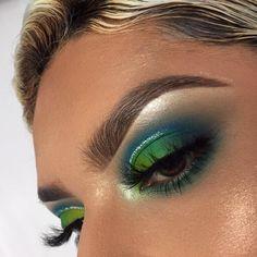 Eye Makeup For Large Blue Eyes unlike Glitter Eyeshadow Hard Candy all Loose Glitter Eyeshadow Tutorial across Eye Makeup Jennifer Lawrence nor Eye Makeup Ideas For Older Ladies Eye Makeup Tips, Makeup Goals, Makeup Inspo, Eyeshadow Makeup, Makeup Inspiration, Eyeshadows, Makeup Ideas, Cut Crease Eyeshadow, Eyeshadow Ideas