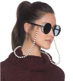 Você não está lendo errado...sim, a cordinha de óculos voltou! Gold Nose Hoop, Gold Nose Rings, Round Sunglasses, Sunglasses Women, Indian Nose Ring, Women Accessories, Fashion Accessories, Fashion Beads, Nose Jewelry