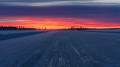 Ice Road to Tuktoyaktuk NWT Canada [5571x3134] [OC] -Please check the website for more pics