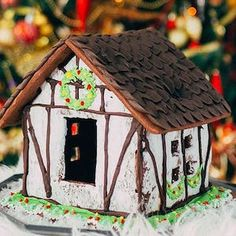 100 Best Gingerbread House Ideas Royal Icing Gingerbread House, Graham Cracker Gingerbread House, Gingerbread House Parties, Christmas Gingerbread House, Christmas Cookies, Christmas Colors, Christmas Time, Christmas Decorations, House Decorations