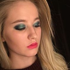 """Marlena & Malin auf Instagram: """"✨ a very happy (late) st. Patrick's day to y'all! Here's an emerald eye makeup look to celebrate the festivities! ✨ Malin #instabeauty #blondehair #pinklips #greeneyes #stpatricksday"""