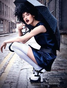 Most Popular Street Fashion Photography Editorial Harpers Bazaar 69 Ideas High Fashion Photography, Fashion Photography Inspiration, Photoshoot Inspiration, Photography Ideas, Spring Photography, Rainy Day Photography, Umbrella Photography, Glamour Photography, Photography Business